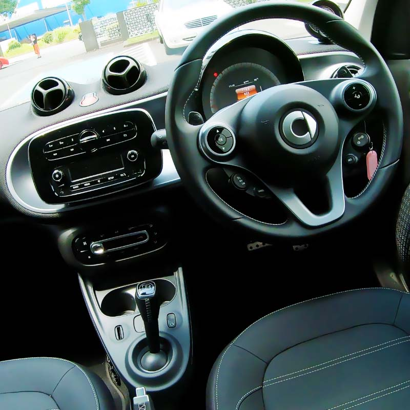 smart foufour interior cockpit